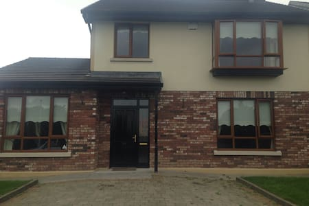 Private double with wifi - Ennis - Bed & Breakfast