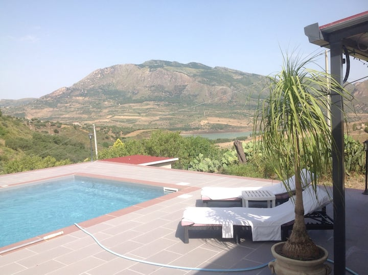 Just for Two, with use of pool, stunning views!