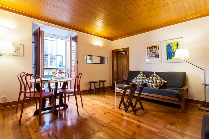 Lovely Renovated Flat in Old Town Bairro Alto