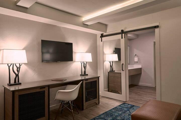 Fredericksburg Inn & Suites-One Bedroom Suite