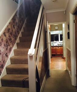 Lovely room with double bed. Garden View - Sutton - House