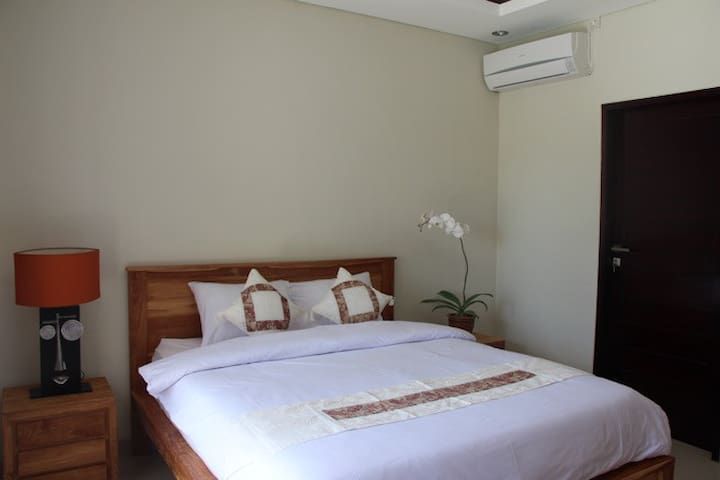 clean room pool view and close to the beach - Kuta Utara - Chambre d'hôtes