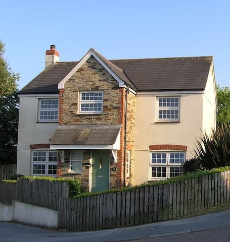 Large home, for 7 people, close to Swanpool beach