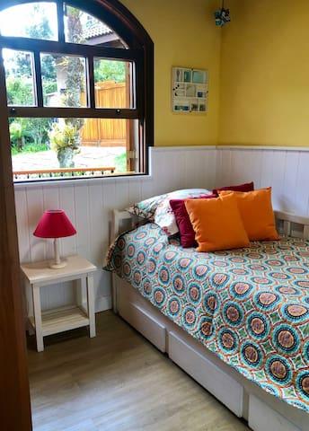 Essa é nossa suite 4 com bicama. armário, aquecedor a gás. Esse quarto é menor, ideal para crianças
