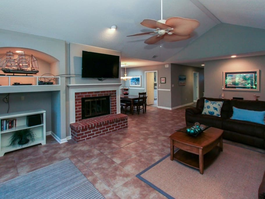 Large Living Room with Access to Pool at 1 Gunnery Lane