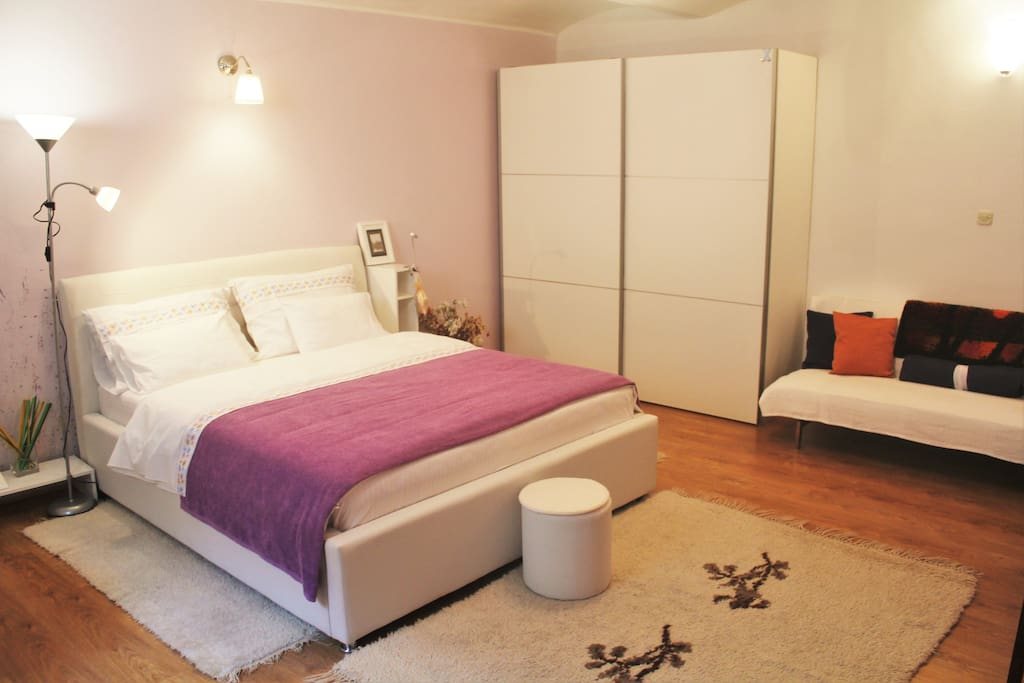 Sleeping room with king size bed #comfort