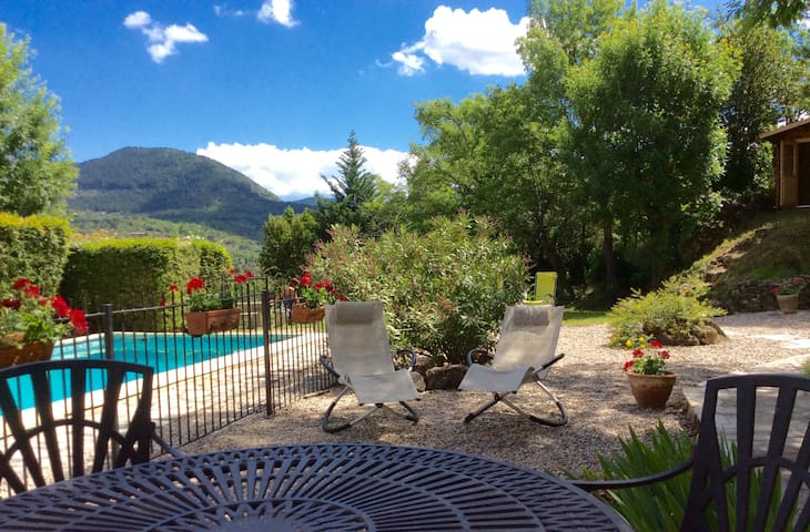 Secluded villa 3/4 beds, pool and large garden.