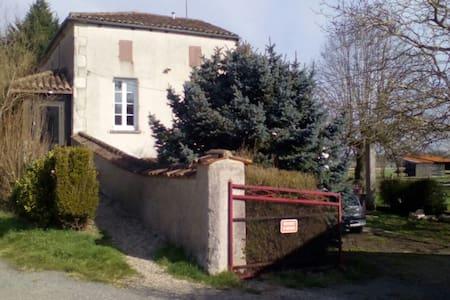 Maison de charme à la campagne - Feugarolles - Дом