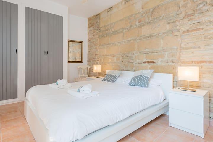 Un dormitorio moderno y con estilo en el centro de Jerez