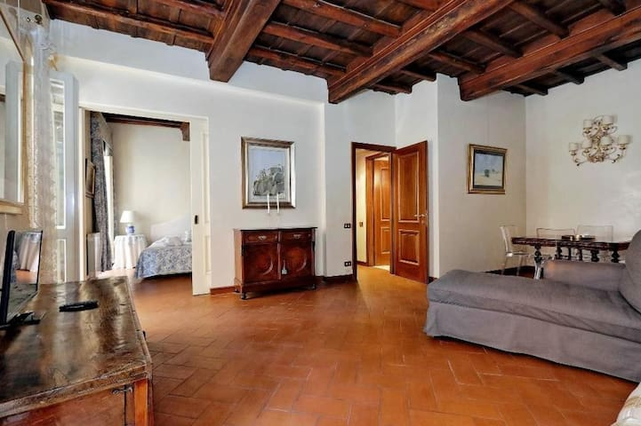 Elegant 2 bdr close to Trevi fountain 83240