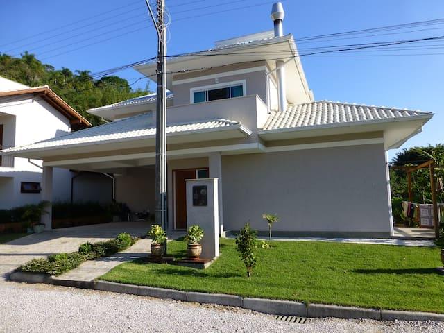 A melhor faixa de areia de Florianópolis!