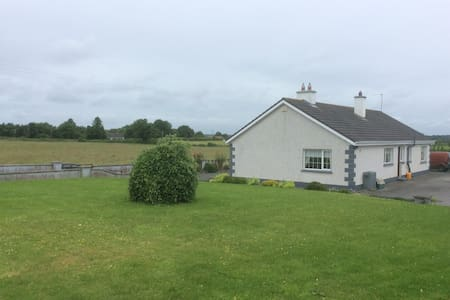 Private Room ,beautiful farmhouse , Clonmacnoise. - Offaly - Huis