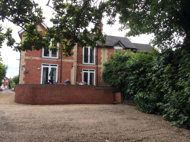 1 bed apartment on small private development.