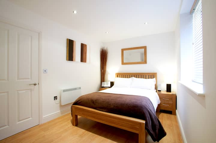 Fab 1 Bed Town Centre apt Old Library Newbury