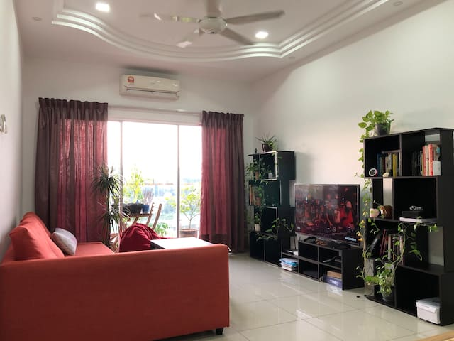 Cozy 2-bedroom apartment near TBS & KLIA Express