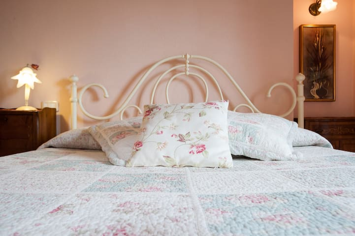 Romantic bedroom-B&b Il Povile - Graffignano - Penzion (B&B)