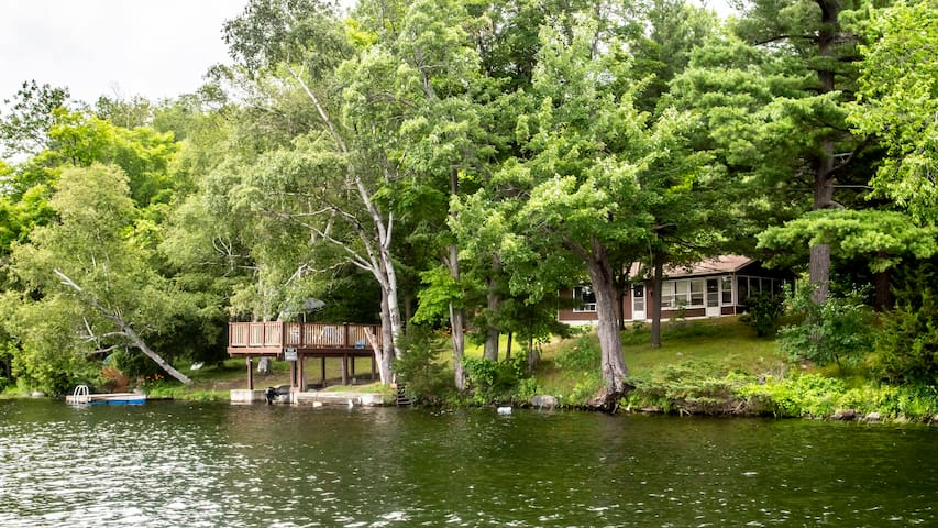 Waterfront Cottage on Clear Lake with Fishing Boat