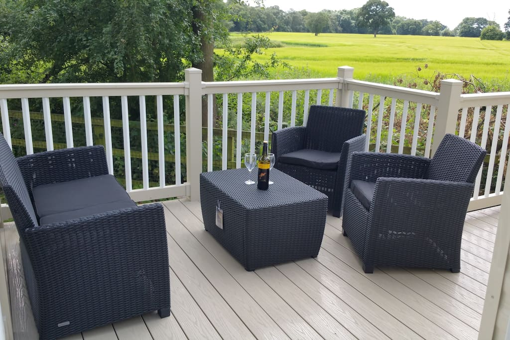 Peaceful and private  relaxing area overlooking open countryside
