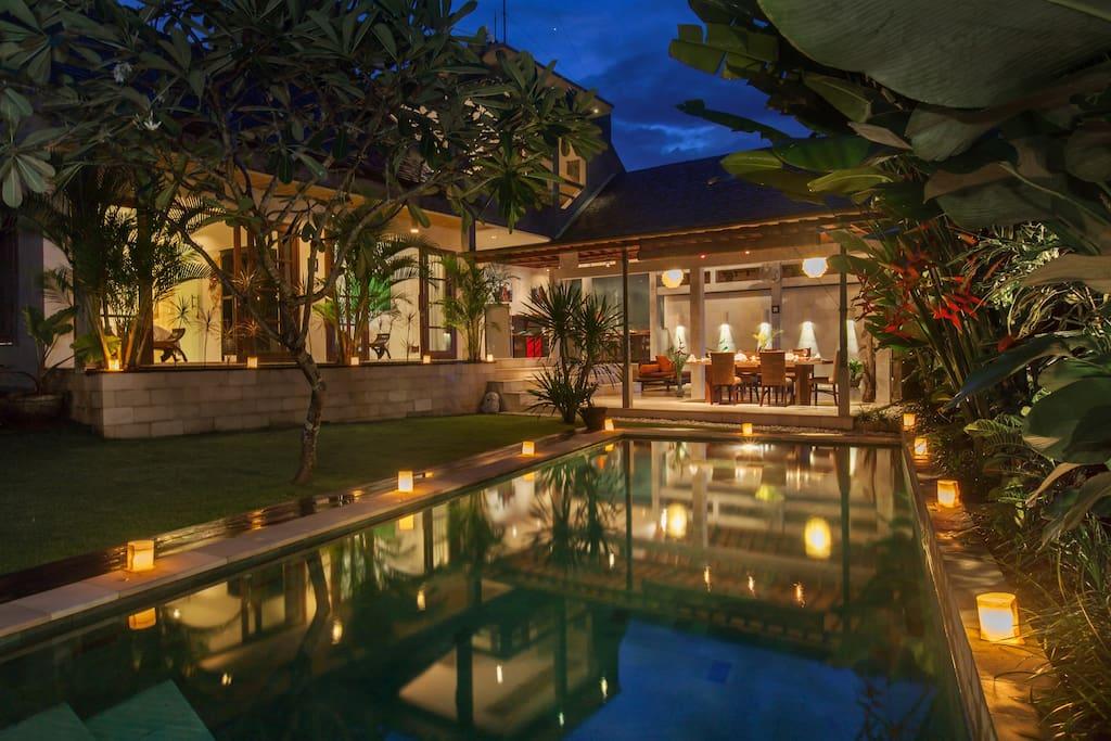 Amazing pool by night
