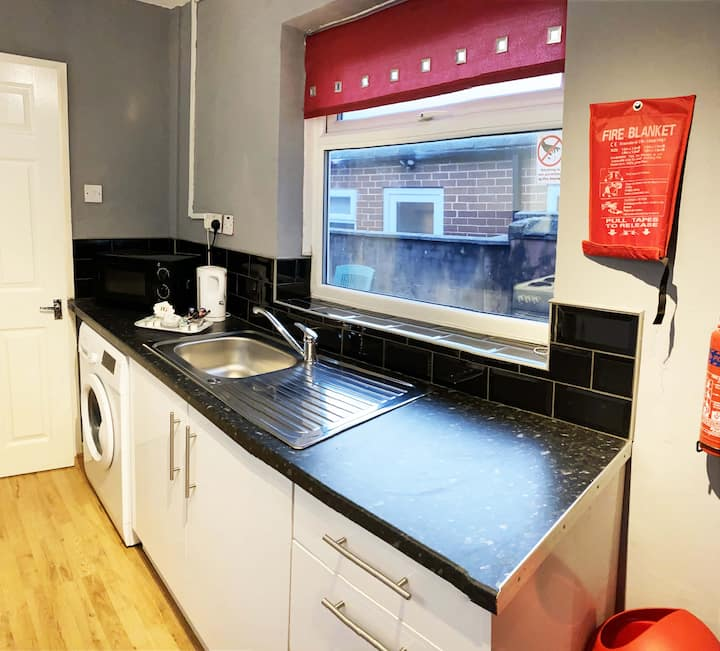 Cosy 2 Bedroom House (St Helens/Haydock)