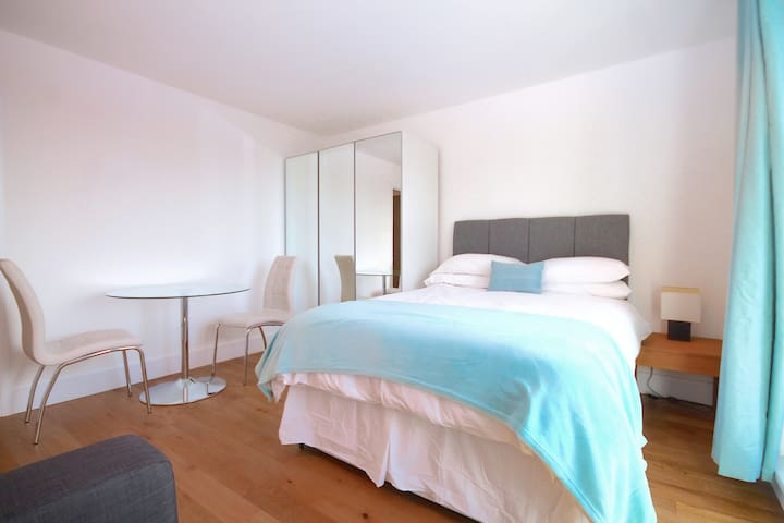 Beautiful DOUBLE ROOM with private balcony