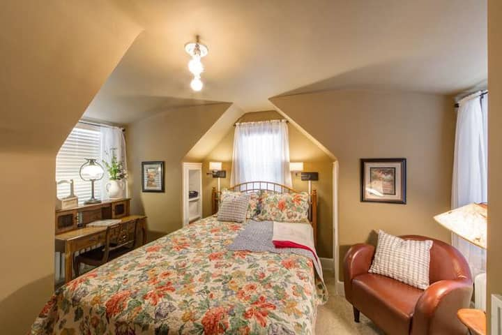 Two-bedrooms friends/family suite