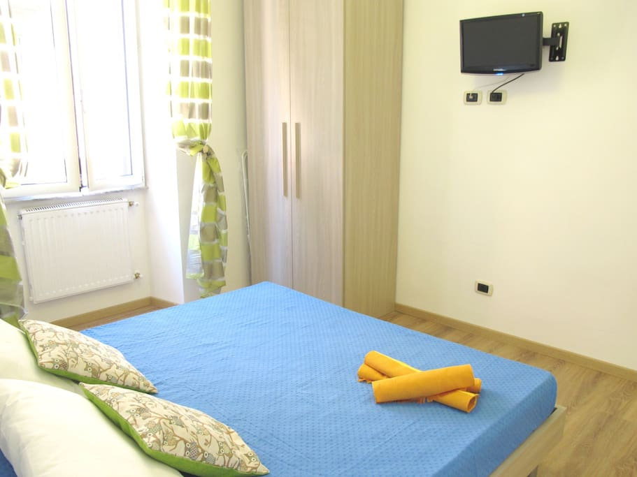 Double bed, private room with private bathroom, tv and air conditioning