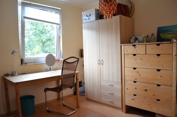Ruhiges Zimmer für weibliche Gäste - Hamburg - House