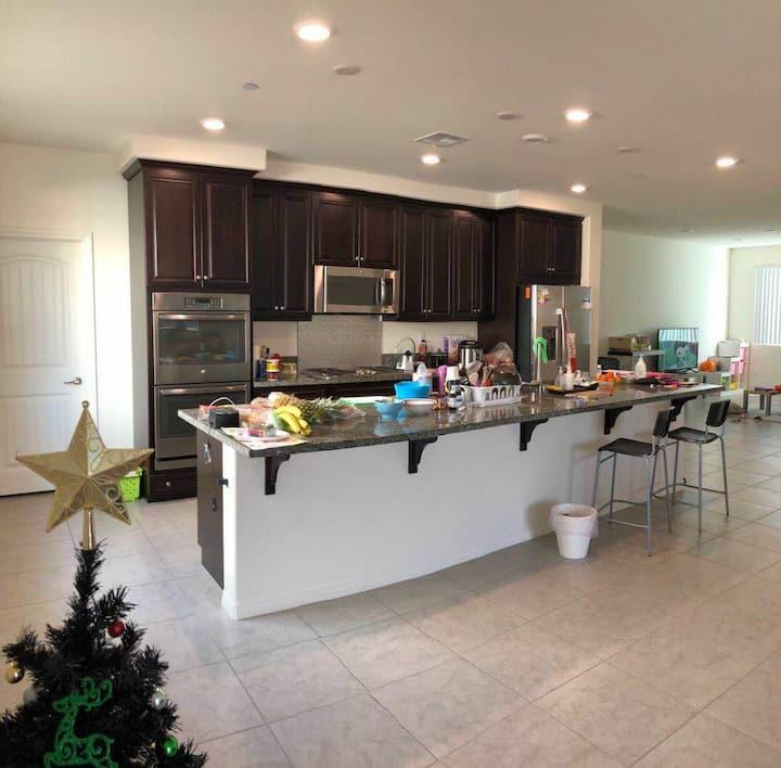 雅房干净整洁舒适,距离十个门、Costco十分钟,非常方便快捷。