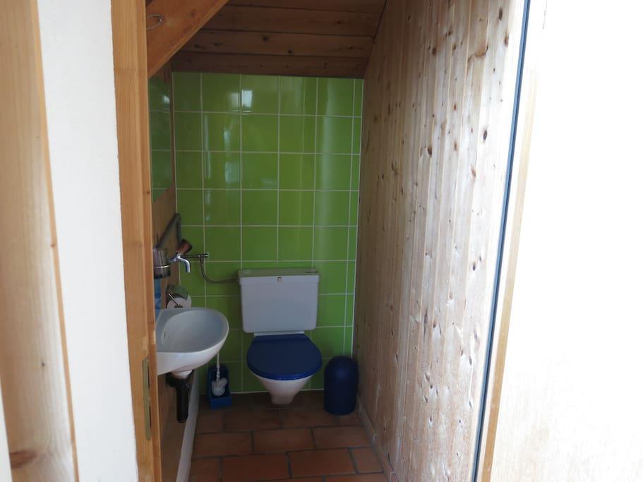 WC im Obergeschoss- 3 weitere befinden sich im Untergeschoss