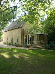 Sika Cottage, Quenington, the Cotswolds - Quenington - House