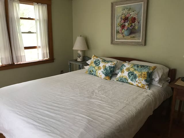 Room with queen bed and a separate entrance
