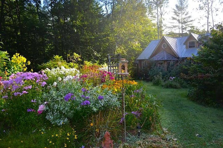 Garden Retreat, Lake Fairlee, Dartmouth & Skiway