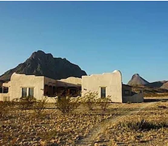Dos Corazones: Exquisite Southwestern Adobe Home