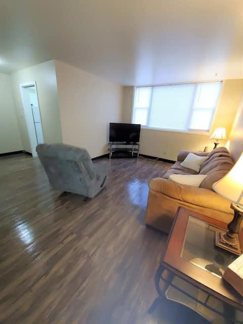 Williston Apartment available for long term stays! Sleeps 5.