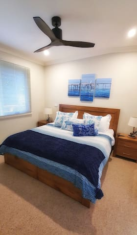Main bedroom luxury King bed