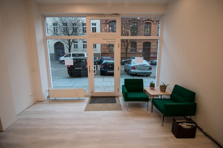 MITTE SPACE - OPTION SPACE - NO BEDS / NO SHOWER