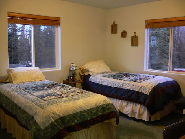 Eagle Room- 2 twin XL or king bed with private bathroom &shower-Main Floor