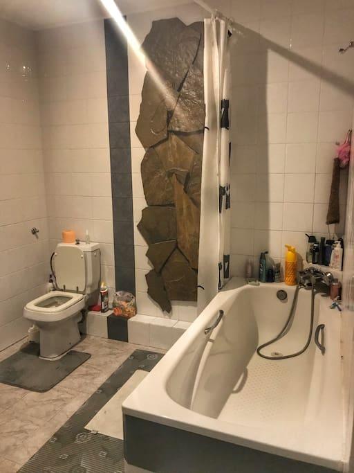 Ванная комната, где ещё находятся первый туалет и стиральная машина.В квартире так же имеется второй туалет(на фотографиях его нет).