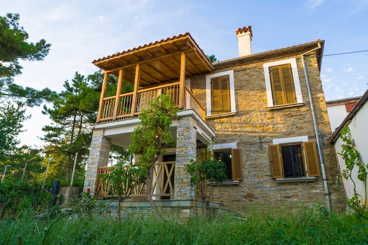 The Stone House: All Season, 2 Floor, 3BR Cottage