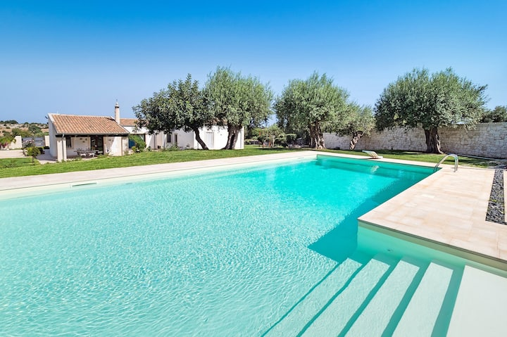 Private countryside villa with private pool