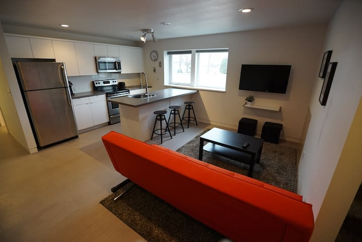 1 Bedroom Daylight level unit in central Bismarck