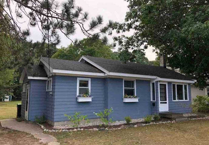 Clean, Cozy 2 BR Cottage - August & Sept Openings!