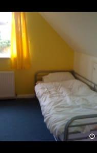 Lovely bedroom close to Brighton - Portslade - Casa