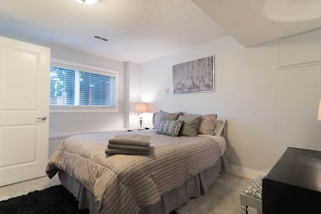Spacious & Chic 2BR Guest Suite - Abbotsford