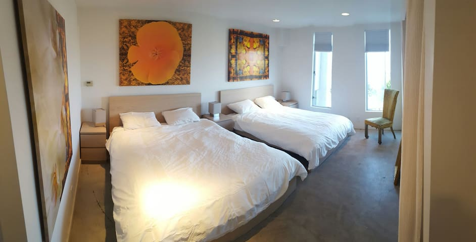 Epic Views and Easy Parking - guest bedroom - San Francisco - House