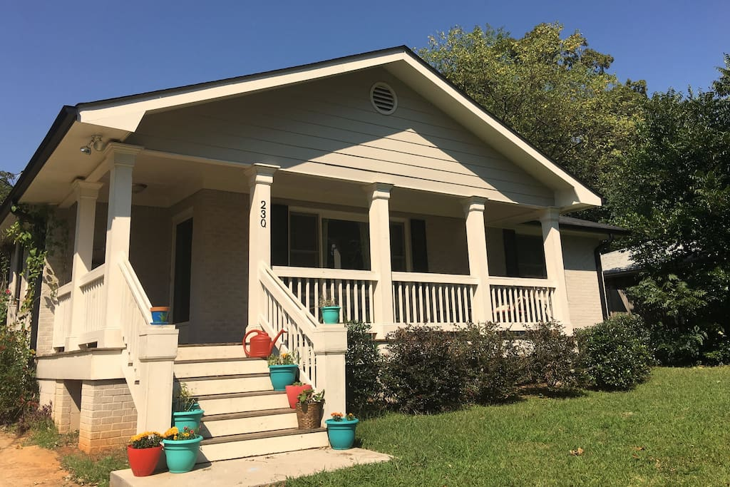 Huge front porch, newly remodled, lovely house.