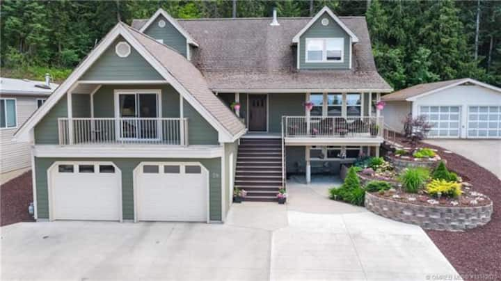 Salmon Arm Paradise up to 3 bdrm &. 5 bed & more