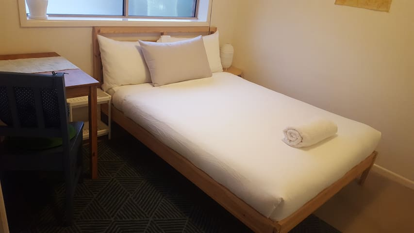 Cosy room close to RBWH/QUT/City/PAH/airport