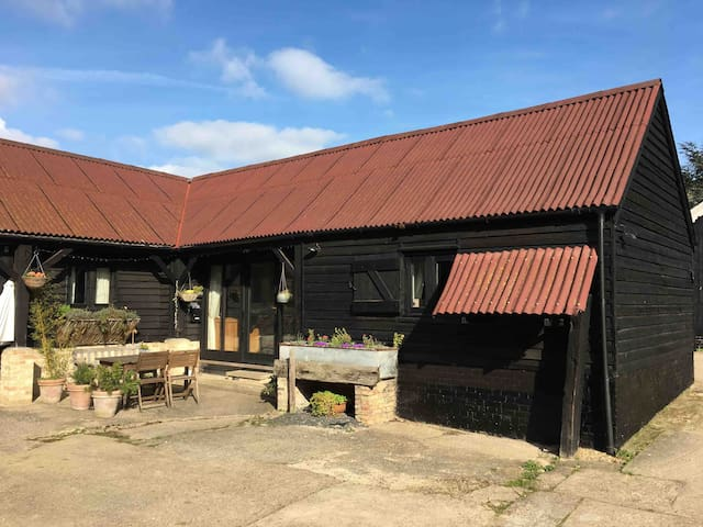 The Goose Barn - Ideal getaway near Cambridge!